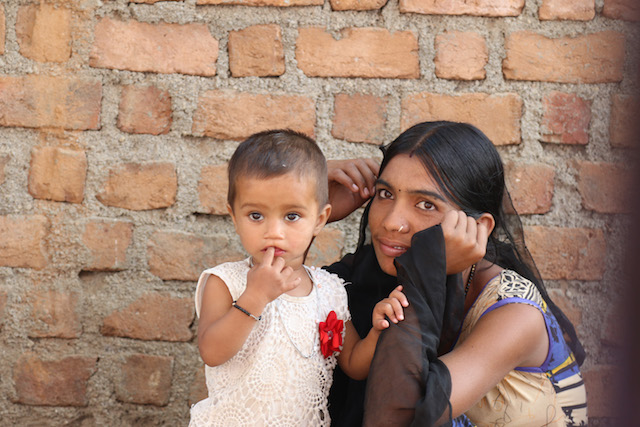 India-mother-and-child